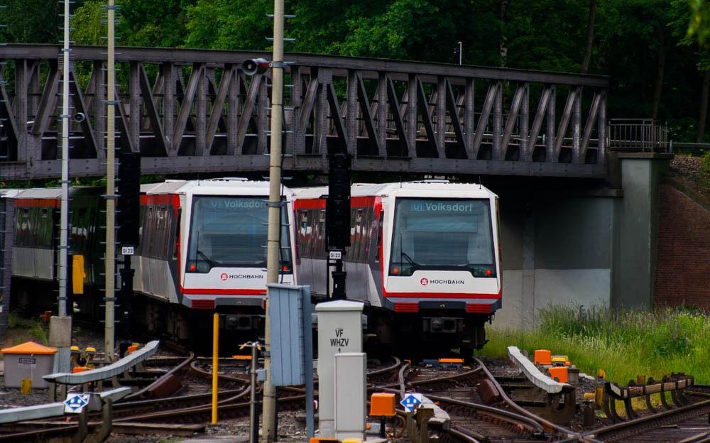 2 U-Bahnen auf dem Abstellgleis in Volksdorf
