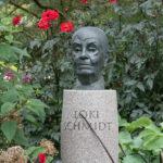Loki Schmidt Garten Statue von Loki Schmidt