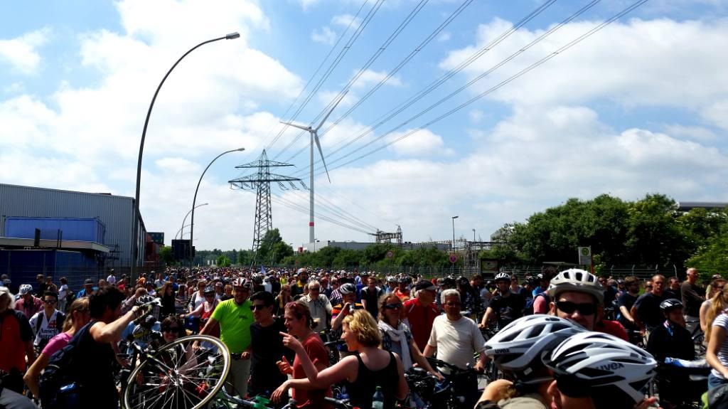 Sternfahrt Hamburg 2017 sammelt sich vor der Köhlbrandbrücke