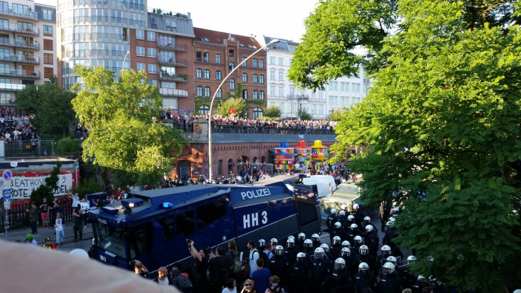 Welcome To Hell Demo Polizeieskalation mit Wasserwerfer