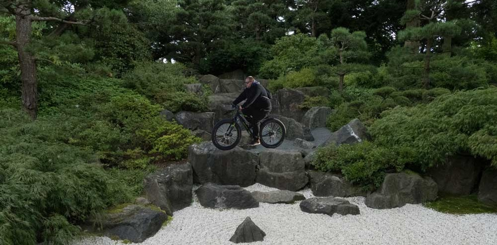 Mit dem Fatbike über Steine fahren