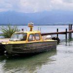 047 Fraueninsel Rundgang Gelbes Boot Am Steg