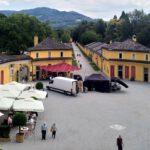 064 Schloss Hellbrunn Vorhof