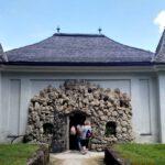 074 Schloss Hellbrunn Wasserspiele Kronen Grotte