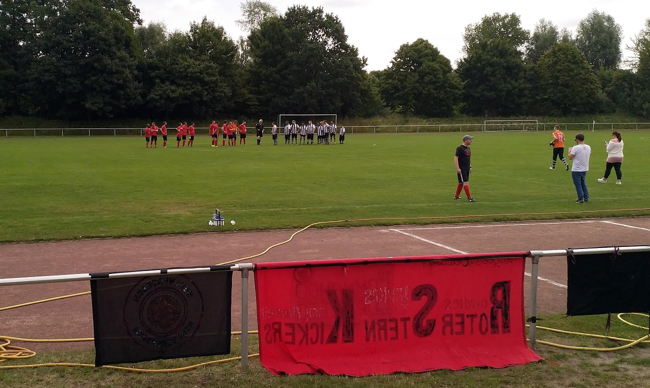 Tus Luebeck Roter Stern Kickers 05 Begruessung